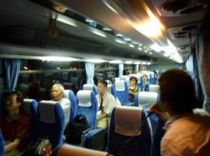 出発バス車内