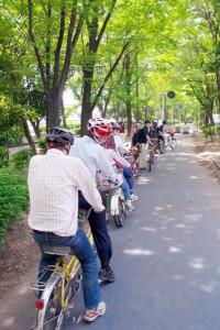(写真)タンデム自転車が並んでいる