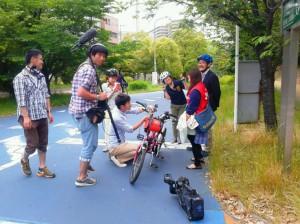 (写真)大野川緑陰道路で撮影中のようす