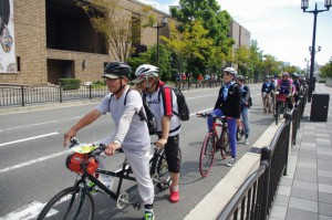 (写真)走行前のタンデム自転車