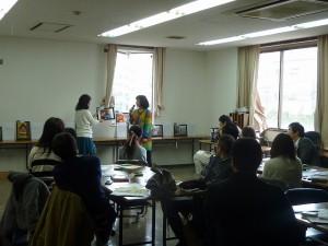 2013年のトップ10について話をする林さんと水田さん。