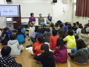 2/24歌島小学校にて。真ん中が平田さん