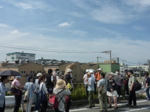 交通量が割りと多いので車に気をつけながら仁勇さんの解説を聞きます。