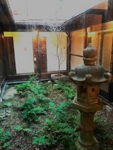 姫里ハウスの中庭