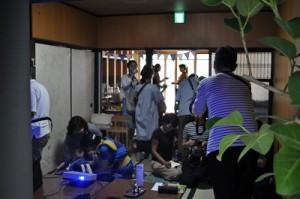 和室から見たカフェ