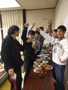 ツアー参加者が中心に 大阪のお好み焼きを 作りました。