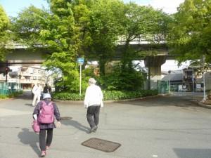 「新太郎松樋」側から淡路方面に向くと、絵地図にある二股にわかれた先らしき地形が確認できます。