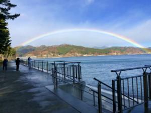 「根浜海岸から見えた虹(撮影者 田邉)」