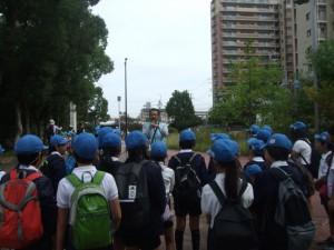 大野川緑陰道路の説明を聞いています。