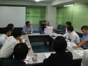 患者会で実施した勉強会で実際に使用した、上田さん手づくりのスケッチブックで説明していただきました。