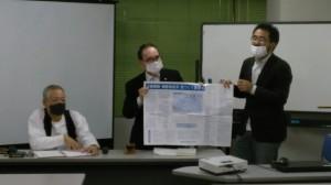 地域再生マップとまちづくりの要求について説明する森脇さん、上田さん、藤江事務局長